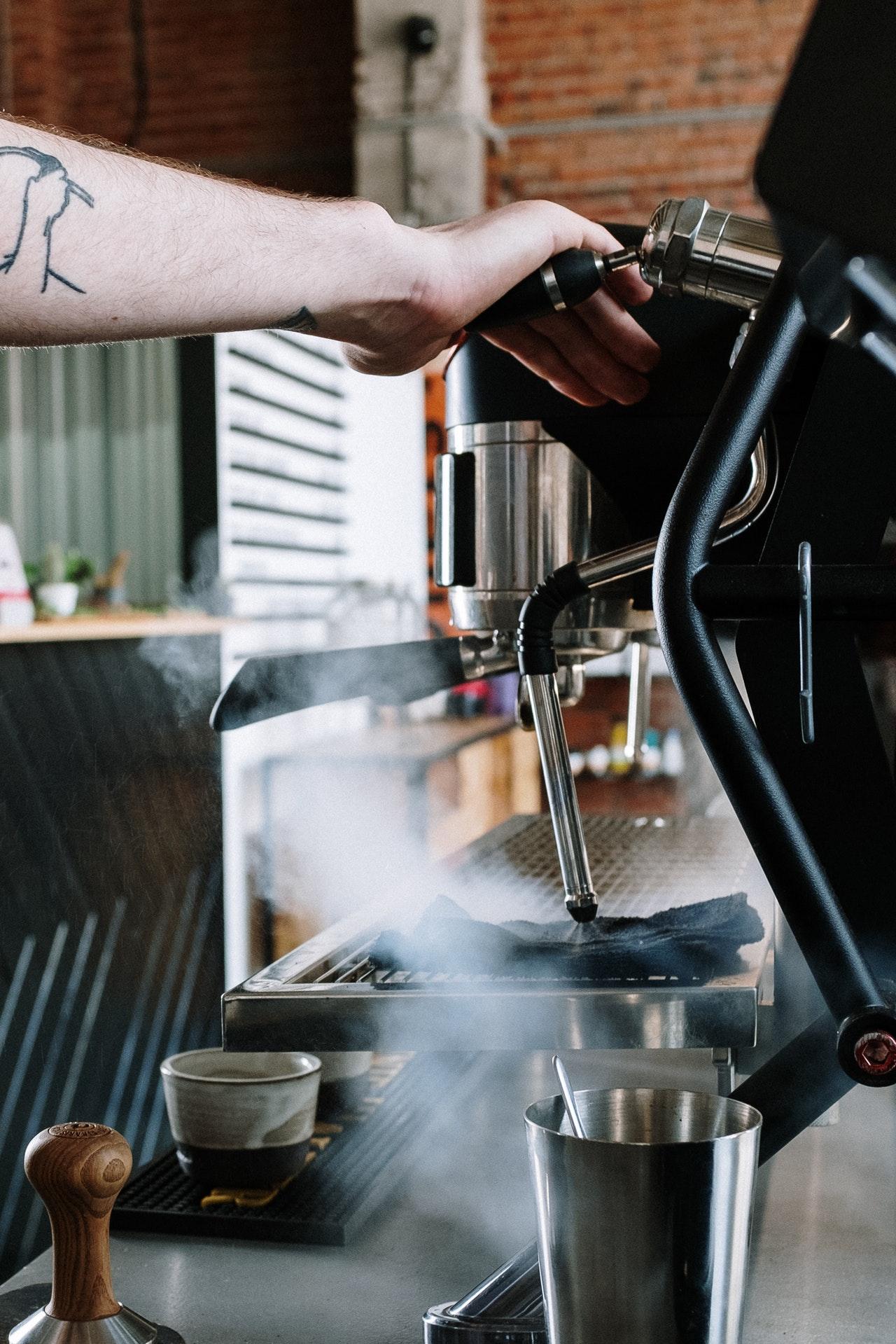 Gastroback Espressomaschinen gehören zwar zu den etwas hochpreisigeren Espressomaschinen, doch es ist eine Investition fürs Leben.
