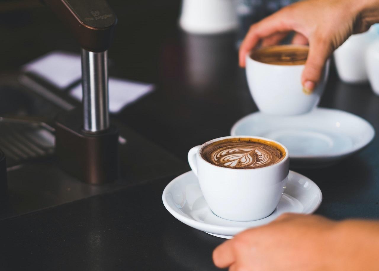 Mit einer La Cimbali Espressomaschine bereitest Du Dir schnell und einfach einen leckeren Espresso zu.