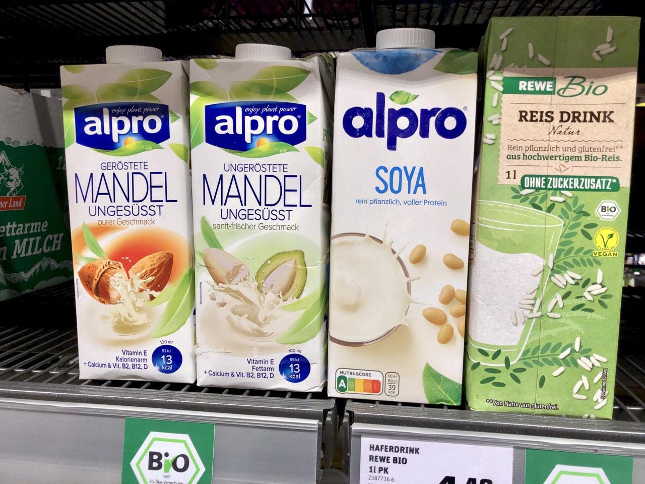 Sojamilch-Mandelmilch-Reismilch