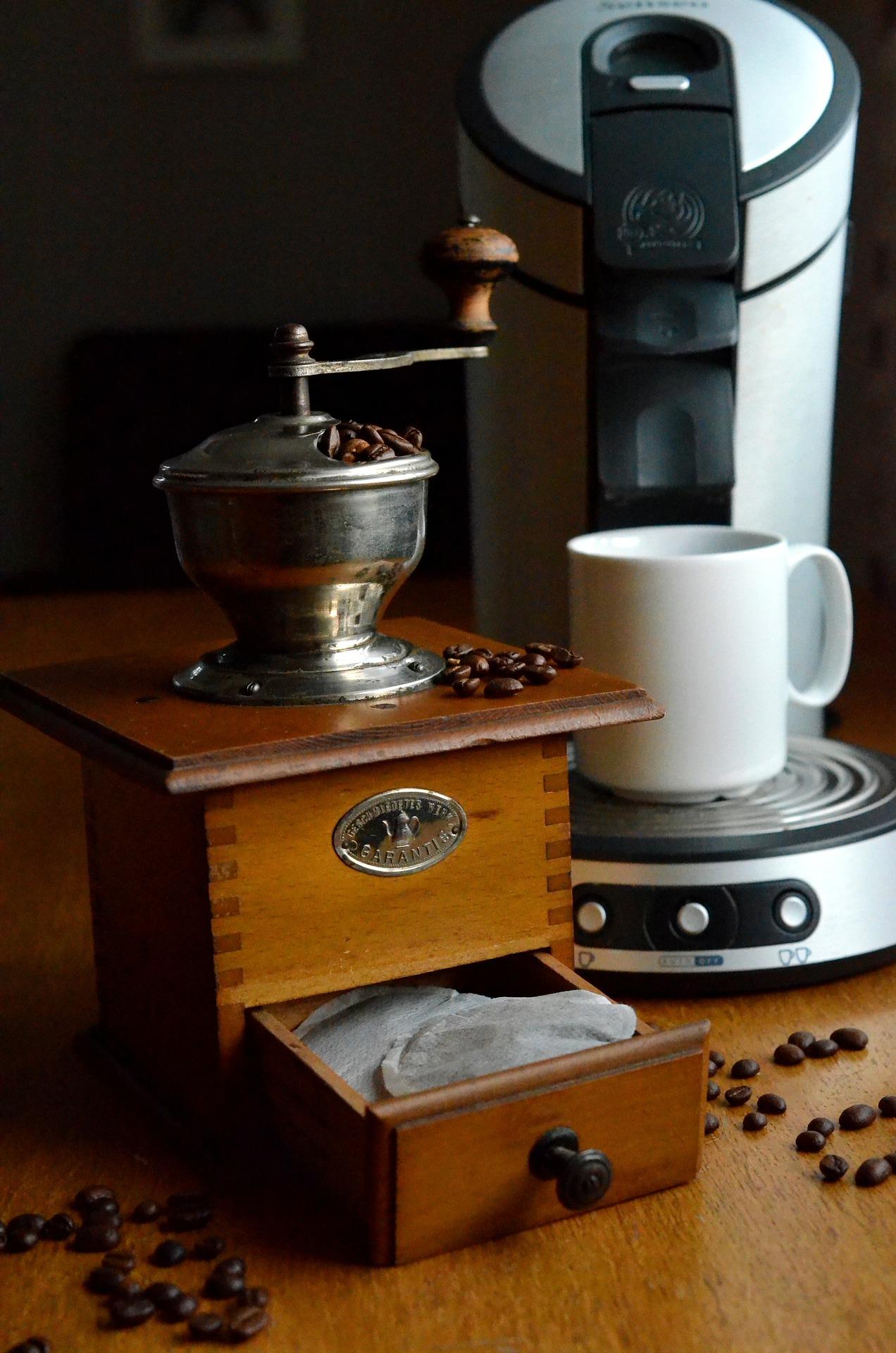 Wer es eher klassisch mag, kann auch zu solchen Retro Kaffeepadbehältern greifen.