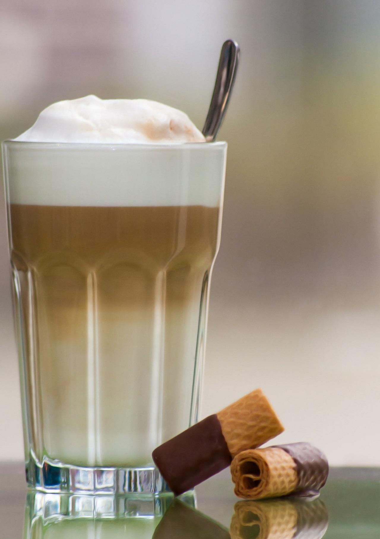 Aus einem richtigen Latte Macchiato Glas schmeckt der Latte Macchiato gleich viel besser.